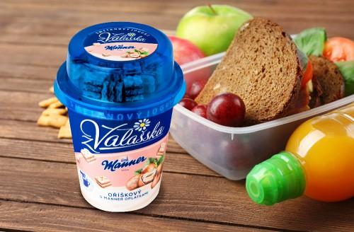 Obrázek k aktualitě Smetanový jogurt z Valašska jahodový a Manner oplatky - novinka z Mlékárny Valašské Meziříčí