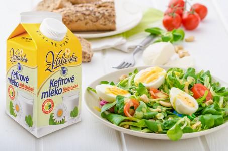 Jarní zeleninový salát s Kefírovým mlékem nízkotučným z Mlékárny Valašské Meziříčí