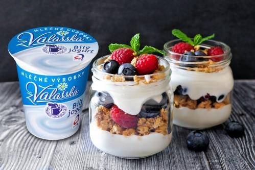 Jarní lehký dezert s Bílým jogurtem z Valašska